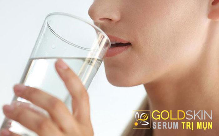 Hãy uống nhiều nước mỗi ngày để giúp cơ thể, làn da thêm khỏe mạnh
