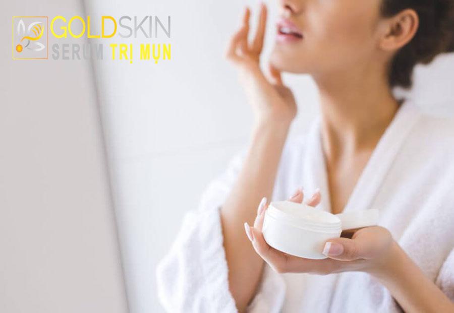 Kem Vaseline có thể được bôi lên mặt đối với người có làn da khô