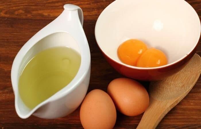 Kết hợp trứng gà với dầu dừa