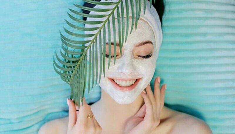 Có thể đắp mặt nạ gel hoặc dùng serum để làm dịu da đi
