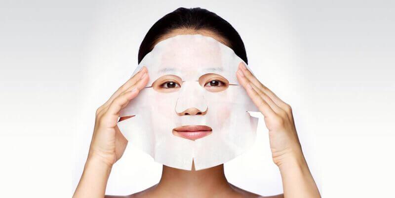 Đắp mặt nạ dưỡng da để đánh bay các sợi bã nhờn