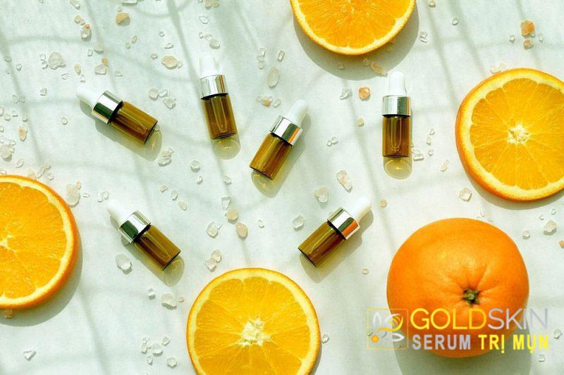 Bên cạnh đó, có thể sử dụng Vitamin C trong điều trị giảm sắc tố da