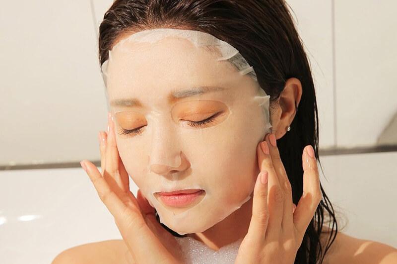 Đắp mặt nạ dưỡng ẩm 2 lần 1 tuần sẽ giúp cung cấp độ ẩm cho da, giảm dầu nhờn và giảm mụn đầu đen