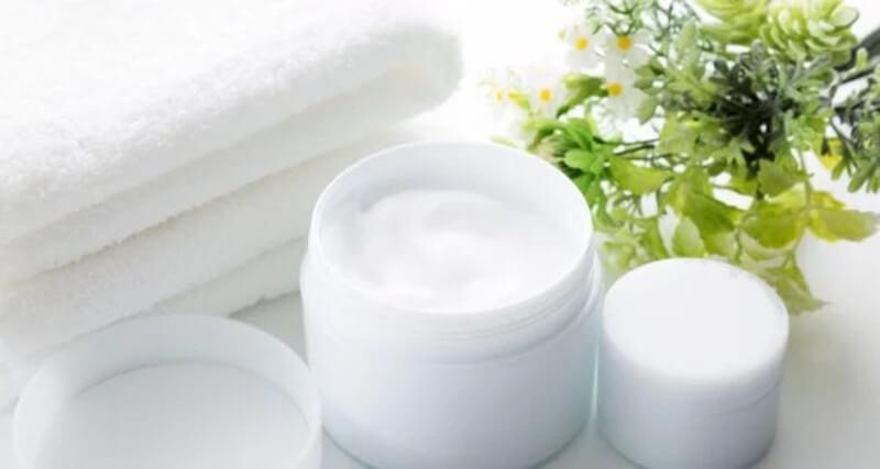 Tránh sử dụng các sản phẩm như trang điểm, tẩy trang hay chống nắng có chứa dầu.