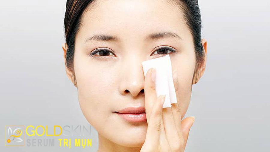 Khi da khô đổ dầu nên sử dụng các chất tẩy rửa nhẹ nhàng