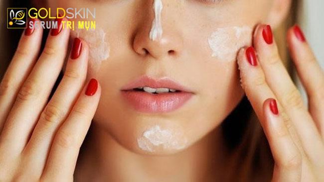 Sử dụng kem chống nắng không dầu phù hợp với người da dầu