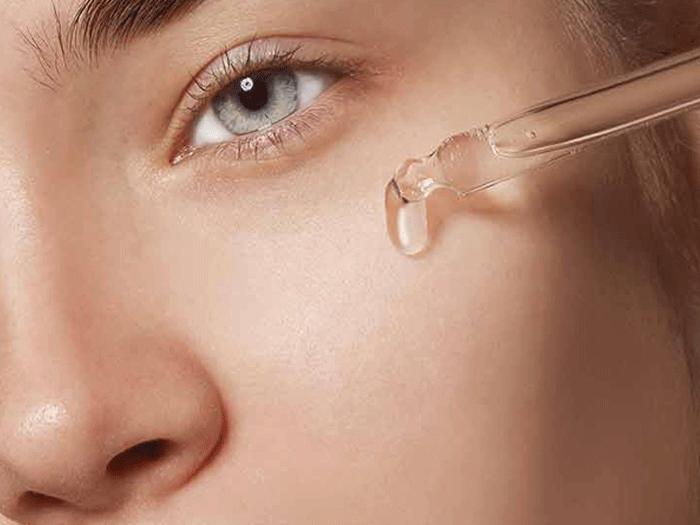 Azelaic acid giúp làm giảm số lượng vi khuẩn gây mụn trên da