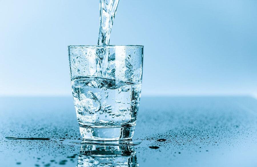 Nước đóng vai trò cũng rất quan trọng trong việc đào thải đi những chất cặn bã khỏi cơ thể