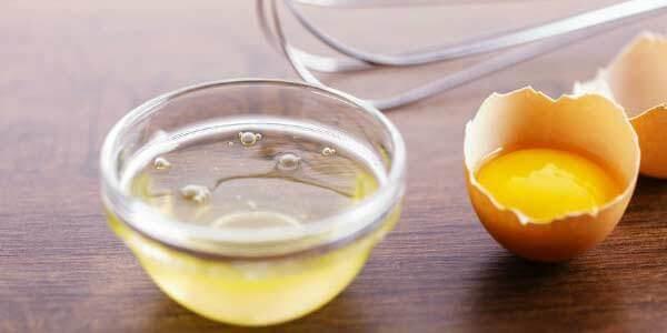 Trứng gà sẽ giúp tiêu diệt được những nốt mụn đáng ghét