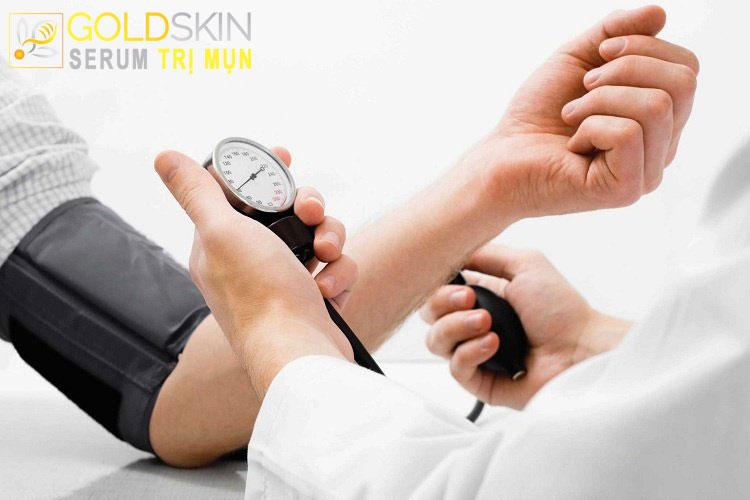 Bệnh nhân tăng huyết áp chống chỉ định dùng thuốc tránh thai để điều trị mụn nội tiết