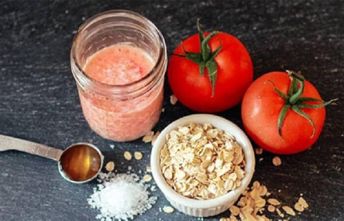 Cà chua chứa nhiều thành phần vitamin, chất chống oxy hóa, giúp loại bỏ các tế bào chết, bụi bẩn, bã nhờn