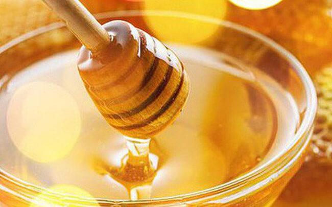 Tại sao nên trị mụn đầu đen bằng phương pháp mật ong?