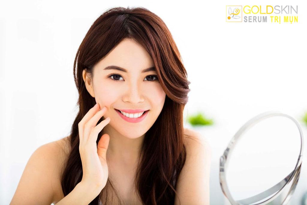 Sử dụng giấy thấm để kiểm soát lượng dầu trên mặt trong suốt cả ngày