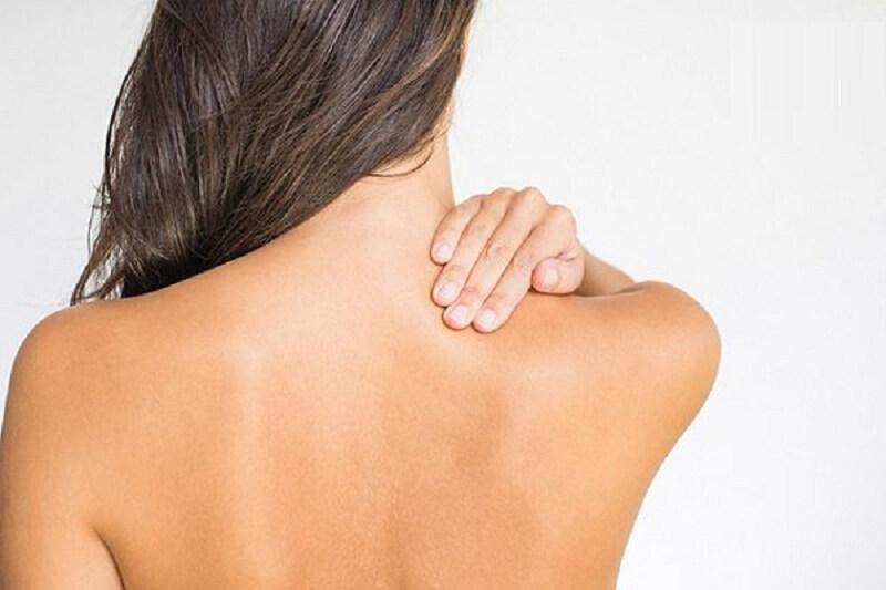 Chỉ sau 1 tháng sử dụng hết lọ serum thì lưng vợ hoàn toàn hết mụn, trắng sáng và cô ấy thực sự vui lắm