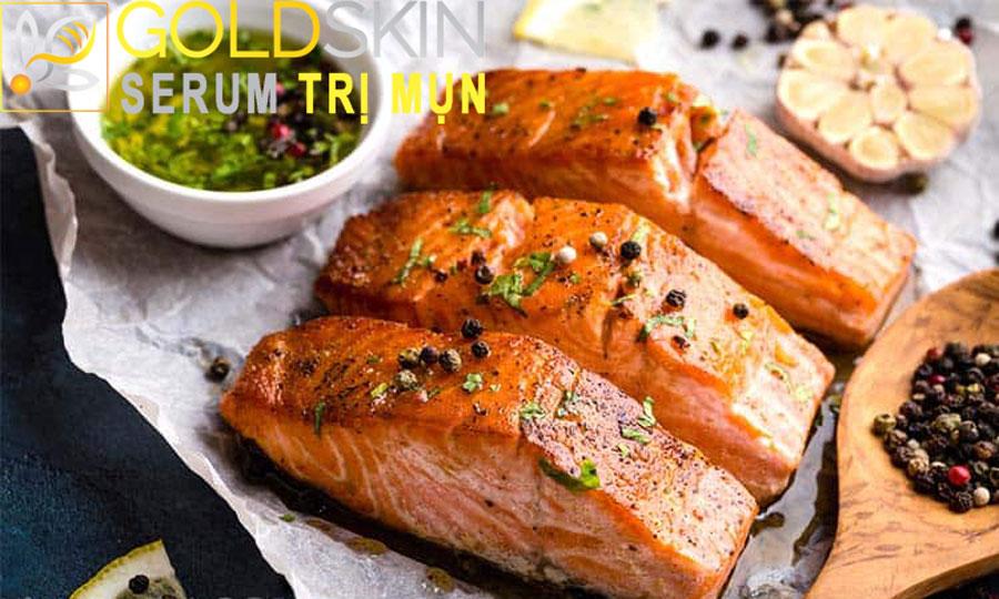 Axit béo có trong cá giúp da phục hồi tổn thương do mụn gây ra