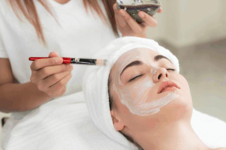 Tẩy da chết mỗi tuần ít nhất 1 tuần để da bạn được thông thoáng