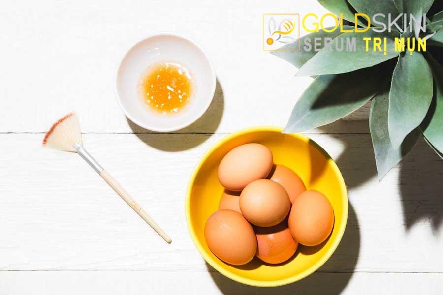 Lòng trắng trứng gà + mật ong