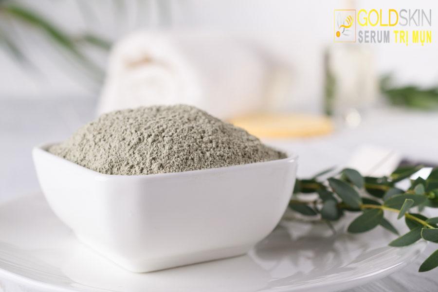 Đất sét hấp thu các tạp chất trên da và làm thông thoáng lỗ chân lông, ngăn ngừa mụn.