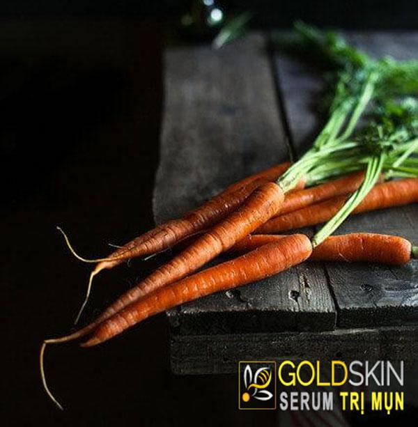 Cà rốt có rất nhiều dưỡng chất, bạn có thể vừa đắp mặt nạ vừa uống nước ép cà rốt để đạt được hiệu quả tối ưu.