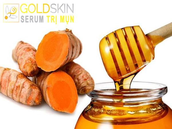 Công thức nghệ cùng với mật ong chứa nhiều dưỡng chất giúp điều trị mụn và phục hồi da tối ưu.