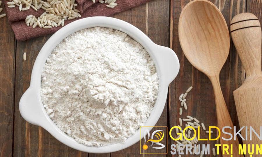 Bột gạo có khả năng loại bỏ các tế bào chết, làm da mềm mại, mịn màng