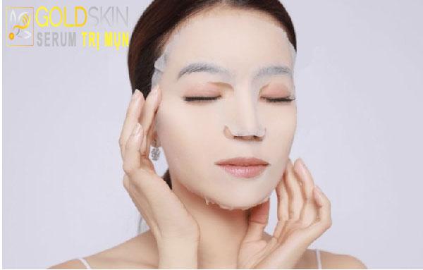 Việc đắp mặt nạ dưỡng da ngay sau khi xông hơi trị mụn là vô cùng quan trọng