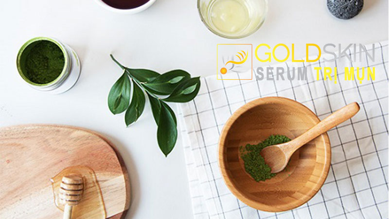 Mật ong và bột trà xanh là những nguyên liệu thảo dược lành tính, an toàn trong việc làm đẹp
