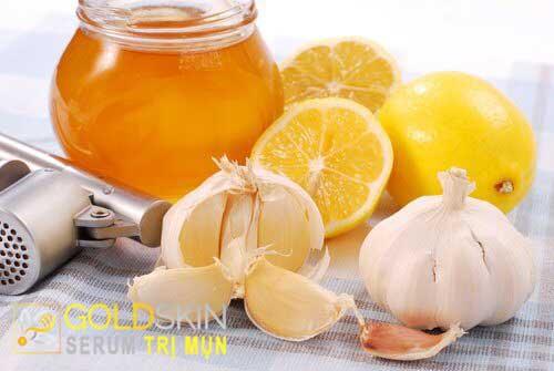 Hỗn hợp tỏi, nước cốt chanh và mật ong giúp da được thông thoáng