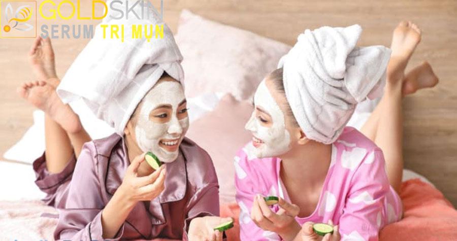 Giúp hút sạch các tạp chất ra khỏi da và làm giảm tiết dầu