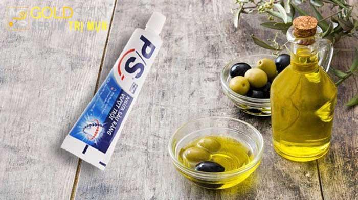 Trị mụn bằng kem đánh răng và dầu oliu giúp xẹp mụn bọc
