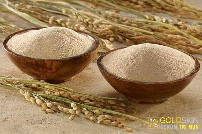 Bột cám gạo cũng là một trong những cách trị mụn ẩn dưới da hiệu quả