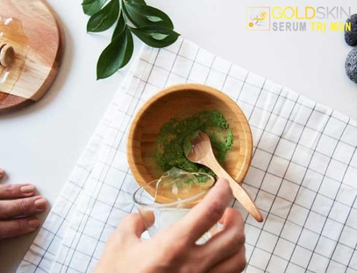 Trị mụn bằng bột trà xanh và dầu dừa