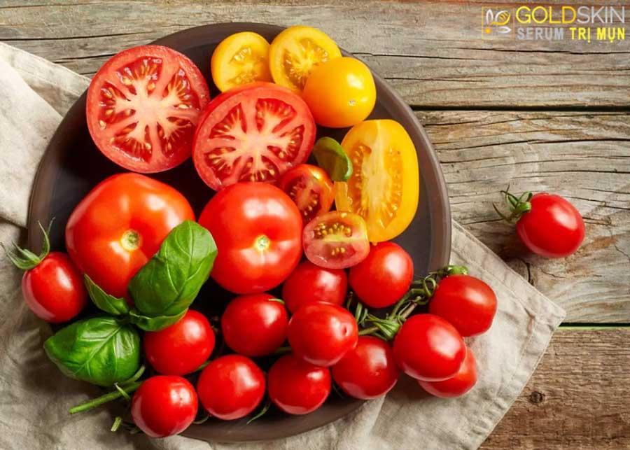 Trị mụn ở lưng bằng cà chua cũng hiệu quả không kém đâu nhé!