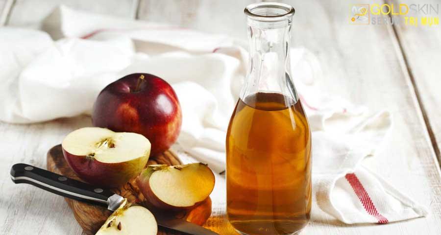 Axit trong giấm táo giúp trị mụn lưng hiệu quả