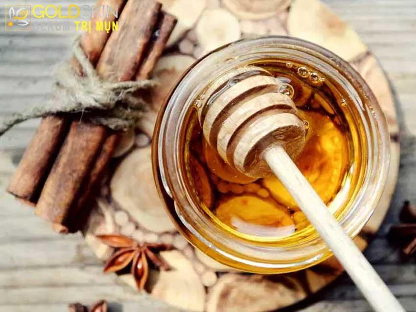 Cách trị mụn ở lưng bằng bột quế và mật ong