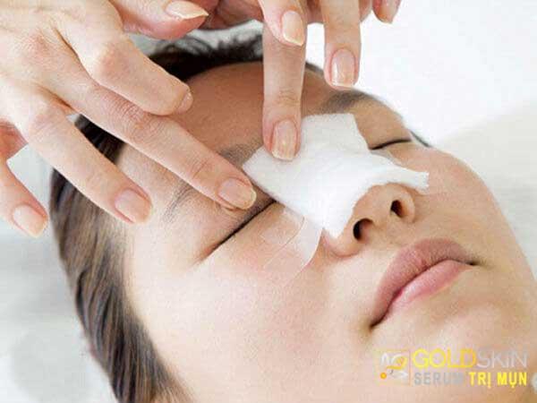 Băng nẹp cố định khiến bạn gặp khó khăn trong việc vệ sinh mũi hàng ngày