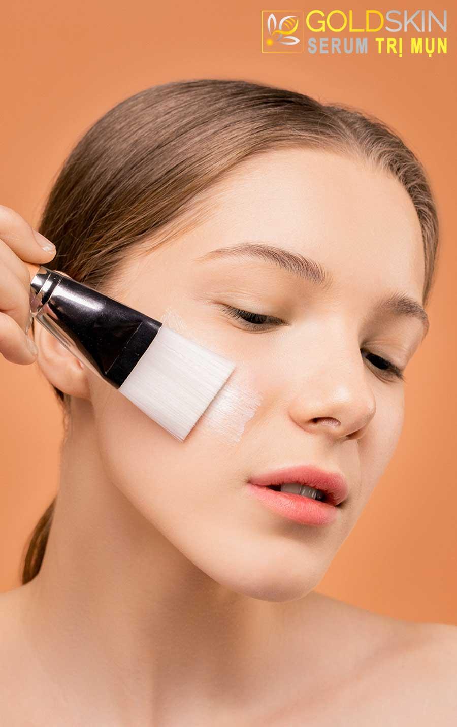 Sự kết hợp từ vitamin E và B1 sẽ tăng gấp đôi sức mạnh dưỡng ẩm, chống lại sự ôxy hóa các gốc tự do và melanin gây sạm màu da.