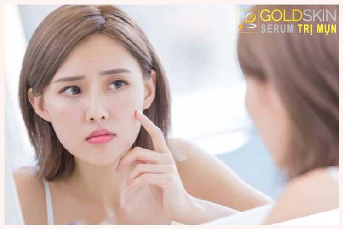 Tẩy trang không sạch cũng là nguyên nhân để mụn ẩn xuất hiện trên da mặt