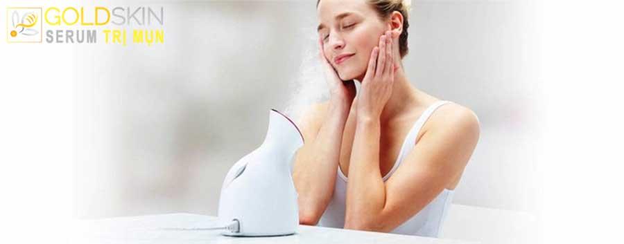 Xông hơi giúp làm giãn nở các lỗ chân lông thuận lợi cho việc lấy mụn