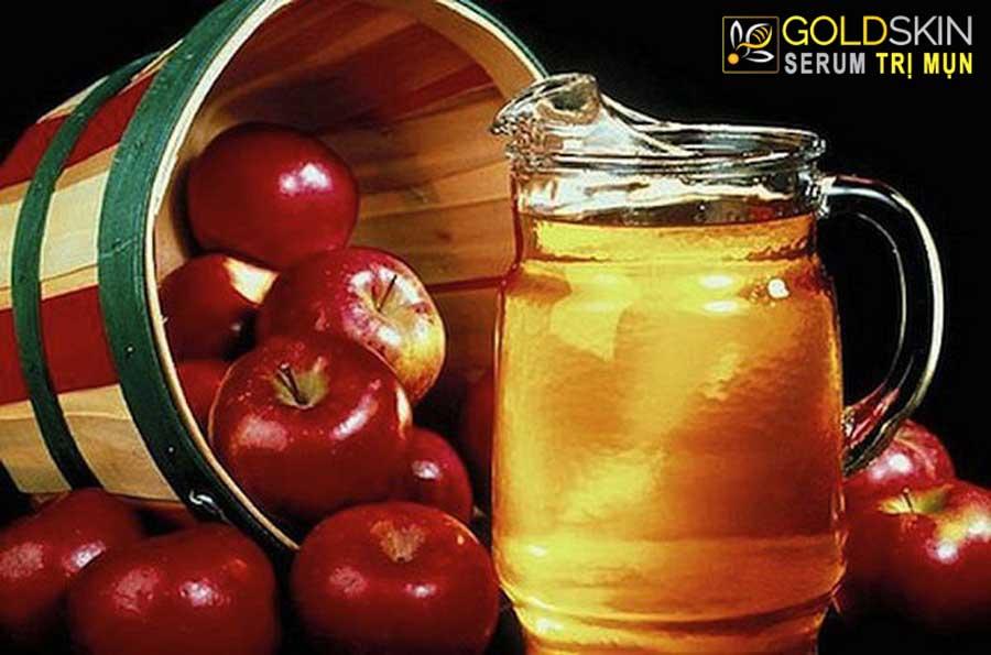 Mật ong kết hợp với giấm tạo làm tăng khả năng loại bỏ nhân mụn và ngừa viêm