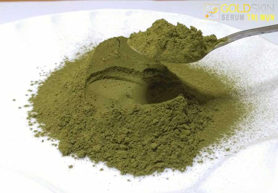 Bột trà xanh dùng trong làm đẹp và trị mụn cho da nhạy cảm