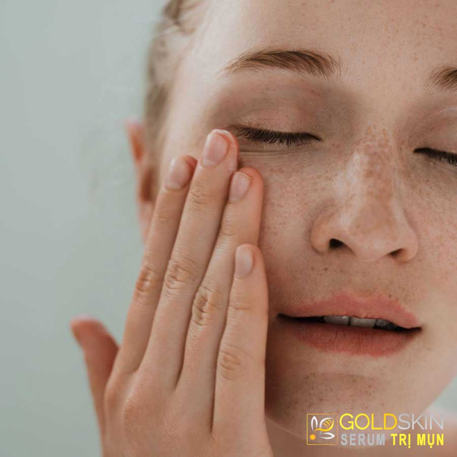 Nguyên nhân gây mụn ẩn dưới da là gì?