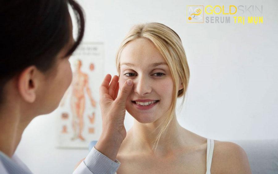 Tiêm corsitone được xem là cách điều trị mụn dưới da nhanh nhất.