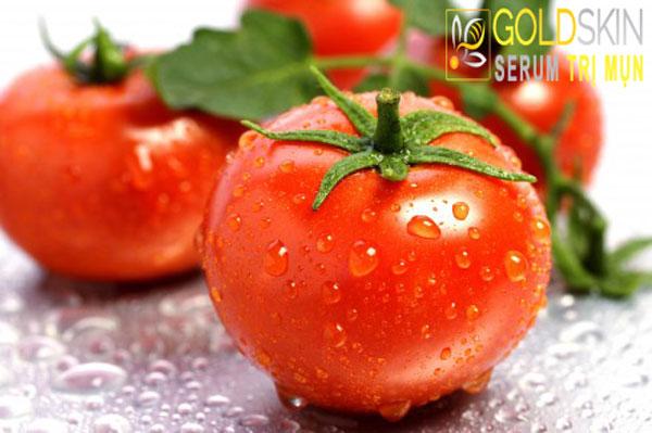 Vitamin E có trong cà chua có công dụng điều trị mụn đầu đen và thâm sau mụn