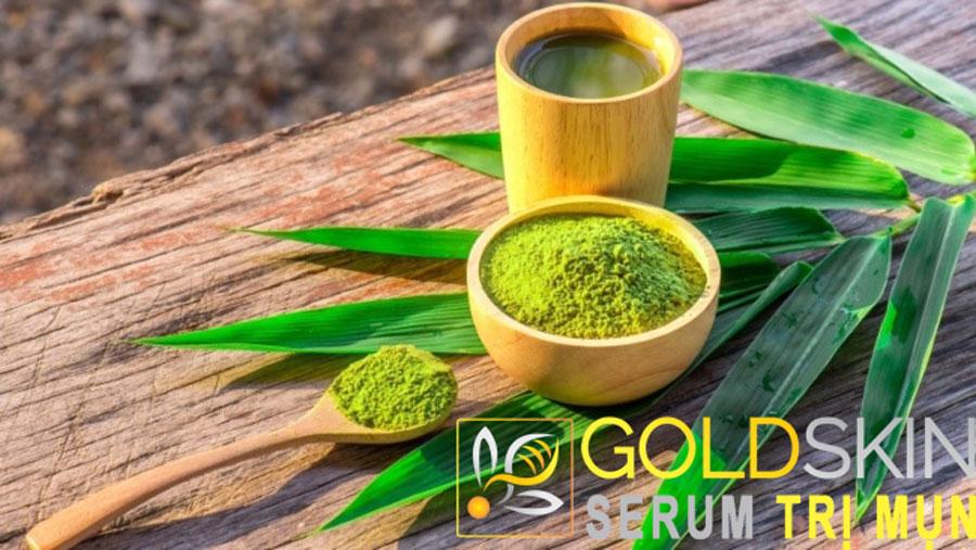 Dùng bột hoặc lá trà xanh để làm thành mặt nạ trị mụn ẩn hiệu quả và an toàn