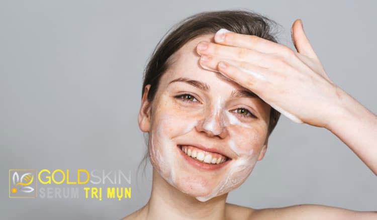 Làm sạch da là phương thức dễ dàng nhất để trong việc trị mụn đầu đen