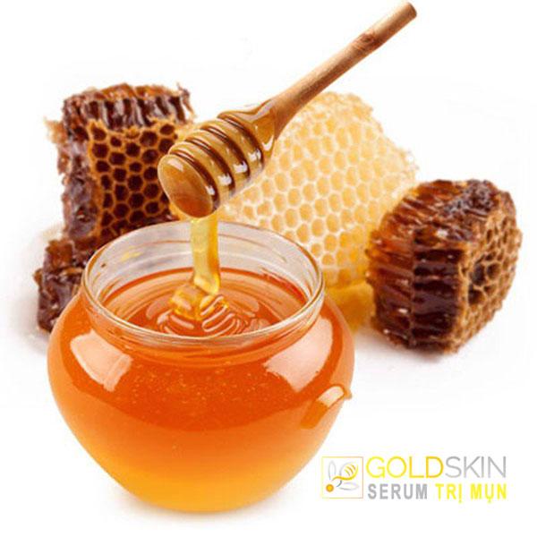 Trị mụn đầu đen ở trán với mật ong