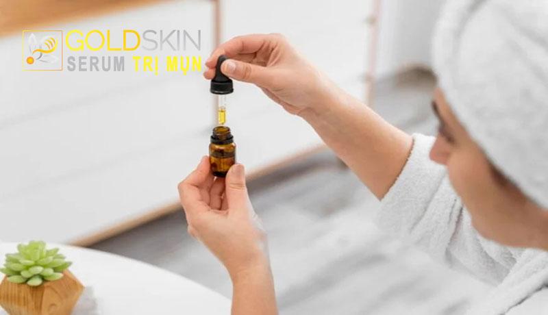 Với kết cấu dạng lỏng, serum dễ dàng thấm sâu vào bên trong da, không gây nhờn rít hay bết dính