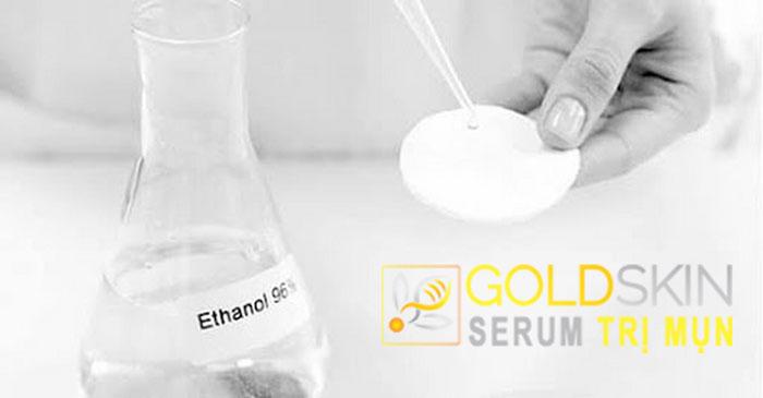Tránh chọn sản phẩm có chứa hàm lượng cồn cao vì sẽ làm khô da và gây ra sự thay đổi tiêu cực ở tuyến tiết nhờn