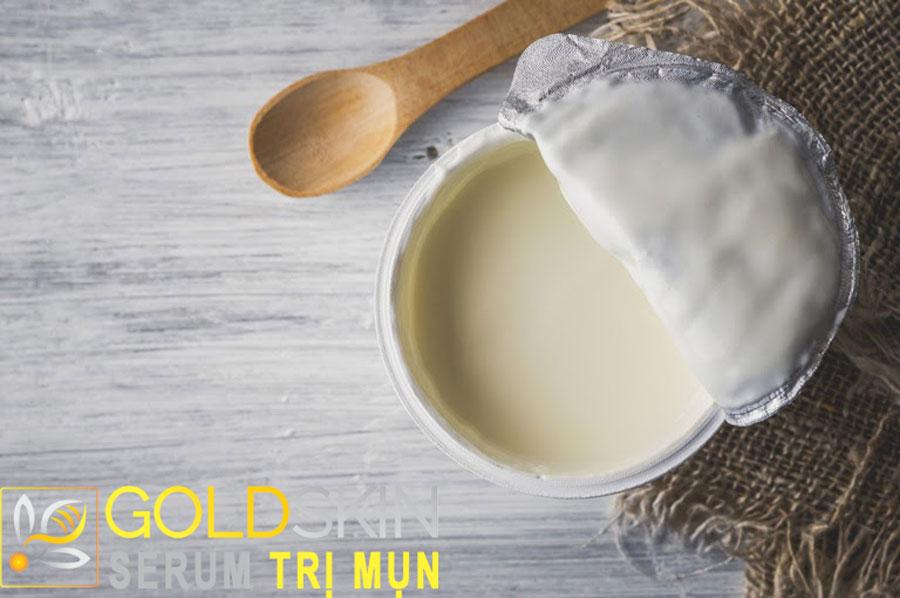 Loại bỏ mụn ẩn hiệu quả đơn giản với sữa chua không đường
